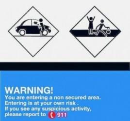 De nieuwe bordjes moeten de bezoekers van onbeveiligde gebieden op mogelijke gevaren attenderen.
