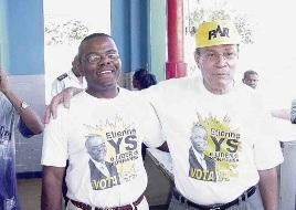 Miguel Pourier op campagne in 2002 met zijn opvolger Etienne Ys (links).