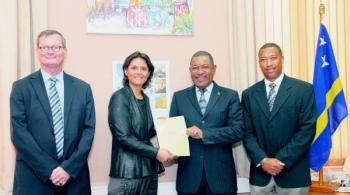 De overhandiging van het voorontwerp door de deken aan de minister van Justitie
