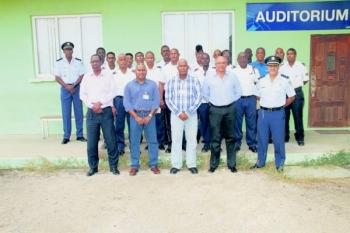 De deelnemers samen met de functionarissen van CDM en CVD