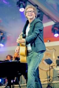 Guus Meeuwis tijdens een van zijn concerten