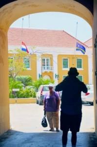Als laatste eerbetoon hingen alle vlaggen bij overheidsgebouwen en publieke plaatsen vandaag halfstok.
