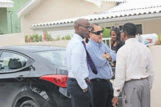 Bij de zes huiszoekingen waren ook aanwezig oud-Gevolmachtigde minister van Curaçao en MFK-lid Sheldry Osepa, advocaat Chester Peterson en MFK-lid Amerigó Thodé.