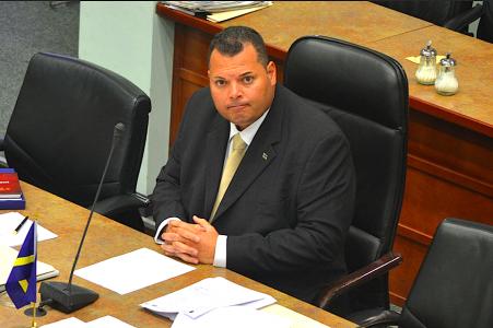 Asjes hekelt 'leugens' van MFK. Foto  Persbureau Curacao