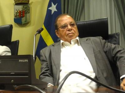 Elmer 'Kade' Wilsoe is een van de oprichters Kòrsou Fuerte i Outónomo (KFO). Wilsoe had als ex-MinvJus in de Bientu-zaak van Washington opheffing van miljoenenbeslagen in Miami geëist ten gunste van Dos Santos/Corallo. Daarnaast liet Wilsoe zich als MinvJus door advocatenkantoor Sulvaran & Peterson adviseren. S&P Lawyers is hetzelfde advocatenkantoor die loterijbaas Robbie Dos Santos in de Bientu-case en (nu ex-premier Gerrit Schotte) verdedigt.