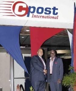 De onthulling van de nieuwe naam werd gedaan door Telecomminister Earl Balborda (PNP) en Cpost International-directeur Franklin Sluis (rechts).