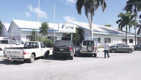 Het (inmiddels) verlaten kantoorgebouw van UTS aan de Rigelweg moet 2,1 miljoen opleveren.  FOTO CARESTO