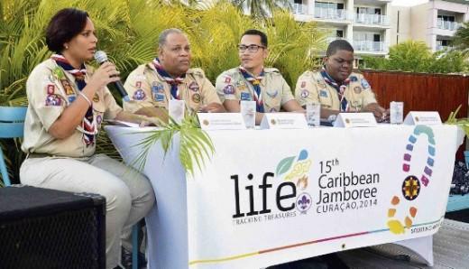 Woordvoerder Ariadna Nicasia geeft uitleg van de Jamboree-week aan de pers. Naast haar op de foto vlnr.: Regis Mercera  voorzitter van Scouting Antiano, Daniel Corsen Jamboree-voorzitter en Santley Goedgedrag waarnemend leider van Scouting Antiano.