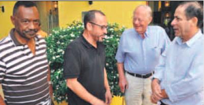 Vlnr. Anthony Eustatius, Peppie Sulvaran, oud-president van het Hof Meindert Wijnholt en Chester Peterson. Foto |  Jeu Olimpio