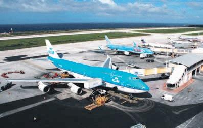 Door de hoge landing fee gaat veel vliegbusiness aan luchthaven Hato voorbij.  FOTO ROGER CANNEGIETER