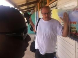 NOS-correspondent Dick Drayer op Curaçao doet aangifte intimidatie door bewaking Gevolmachtigde minister Curaçao Marvelyne Wiels. Foto |  Lucho Rosales