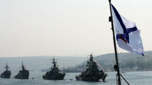 Russische marineschepen voor de kust van Sebastopol (juli 2011) AFP.