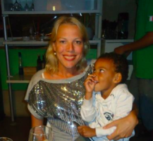 ex-Voorlichtster Curaçaohuis Marije Berkhouwer moest na 7 jaar uitstekend functioneren onder GevMins Van der Plank, Comenencia, en Osepa, enkele maanden na aantreden het aantreden Marvelyne Wiels wijken voor een partij-sympatisant