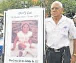 Op het Brionplein verzamelden zich maandag 7 mei 2012 mensen om de petitie te tekenen als protest tegen het voortijdig in vrijheid stellen van James Murray. De handtekeningenactie werd door 1.800 mensen ondertekend. FOTO ARCHIEF