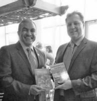Minister Stanley Palm van Economische Ontwikkeling samen met de voornaamste handelsadviseur van de ambassade van Canada in Caracas, Lewis Coughlin. FOTO MEO