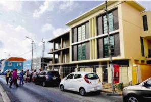 Omwonenden van dit gebouw willen dat de door de overheid verstrekte bouwvergunning vernietigd wordt.