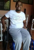 Alton Paas startte Fundashon Alton Paas om meer bewustzijn over dwarslaesie te creëren en het leven van patiënten te verbeteren Alton Paas startte Fundashon Alton Paas om het leven van patiënten te verbeteren