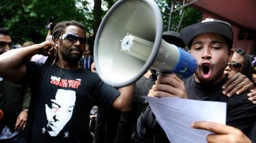 Protestanten verstoorde de toespraak van vice-premier Asscher Foto |  ©ANP .