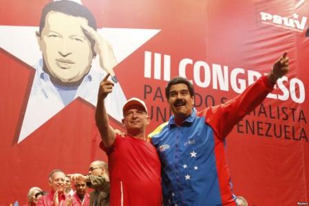 Hugo Carvajal (l) met de Venezolaanse president Nicoals Maduro. Reuters