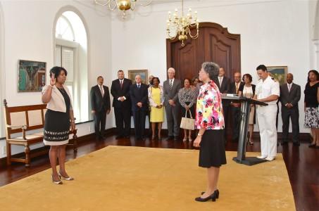 Minister van SOAW Ruthmilda Larmonie-Cecilia (PS)