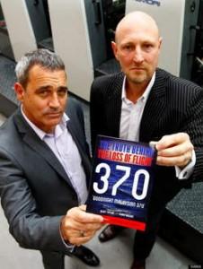 Onderzoeksjournalist Geoff Taylor (links) en luchtvaartexpert Ewan Wilson oordelen dat de piloot van vlucht MH370 de passagiers en crewleden opzettelijk zonder zuurstof zette en het toestel liet zinken in de oceaan. © Kos.