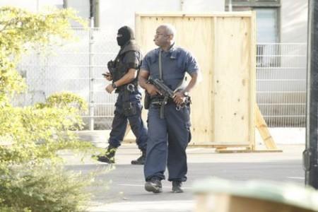 De rechtbank wordt tijdens het proces extreem zwaar bewaakt.  Foto    TLG