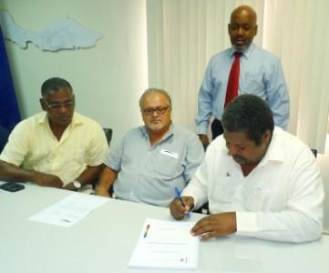 onderhoud van het openbare strand Knip overgedragen aan de Isla en een aannemer