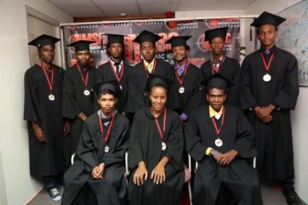 Dertien studenten kregen op 24 augustus hun diploma en certificaat