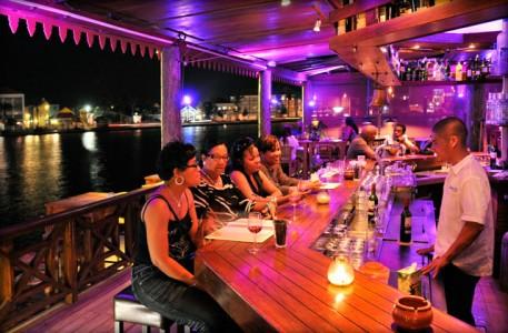 De overheid loopt een bedrag van 11,5 miljoen gulden mis door niet afgedragen belastinginkomsten door toko's en restaurants