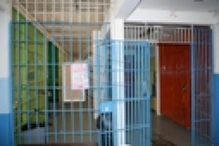 Curaçao plaatst nog deze maand een tijdelijk cellencomplex voor de opvang van bolletjesslikkers.