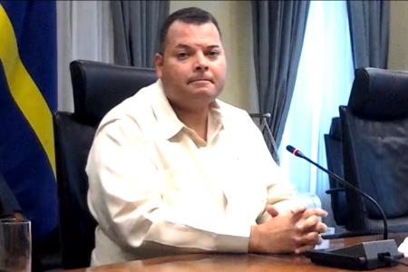 Premier Ivar Asjes stelde het te betreuren dat er politiek wordt bedreven met een nobel kwartet project