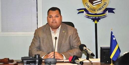 Minister Algemene Zaken Asjes dient volgens de rechter zijn dispuut met Hoofd Veiligheidsdienst Gumbs zelf met hem op te lossen.