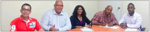 Angelique Paula heeft maandagmiddag als oprichter van Partido Unión Kòrsou bij de notaris de officiële akte getekend. FOTO ANGELIQUE PAULA