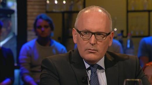 Een van de passagiers van vlucht MH17 had een zuurstofmasker op. Dat zei minister Timmermans woensdagavond in het tv-programma Pauw.