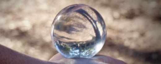 Onze glazen bol voorspelt een voorspoedig aftreden van Kabinet-Asjes, gevolgd door interim-Kabinet Betrian II.