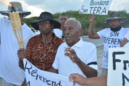 Chiro Emerenciana en andere deelnemers bij aanvang mars Foto |  Extra Bonaire