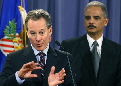 New York Attorney General Eric Schneiderman (L) speaks whille Attorney General Eric Holder listens during a news conference at the Justice Department on January 27th, 2012 | Photo: Mark Wilson/Getty