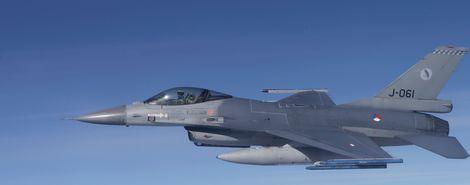 Een F-16 neemt deel aan de oefening Frisian Flag, die door Russische toestellen werd verstoord.
