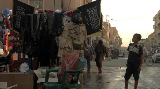 Een jongen op een markt in Raqqa, de hoofdstad van het IS-kalifaat | AFP .