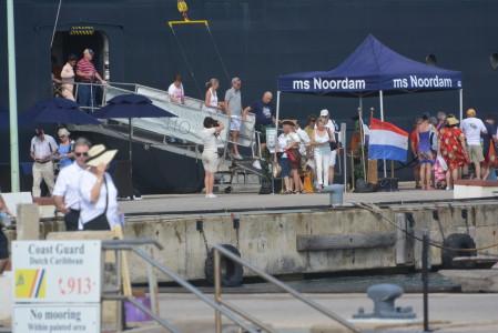 Cruisetoeristen komen aan wal in Bonaire Foto |  Extra Bonaire