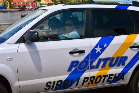 Politur gekocht met een bord linzensoep? | Foto Persbureau Curacao