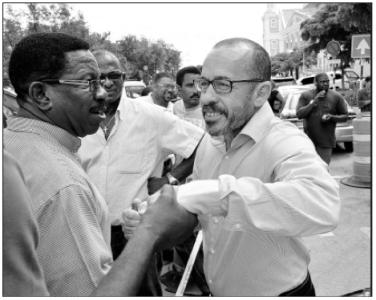 Advocaat mr. Eldon Peppie Sulvaran (KFO) en Amerigo Thode (MFK) | Foto Extra