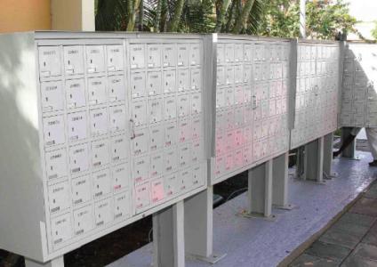 De Cboxes die al op het postkantoor van Groot Kwartier zijn geïnstalleerd. | Foto Sambo