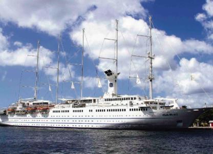 Zeilschip Club Med 2 doet Curaçao aan   Foto Edsel Sambo