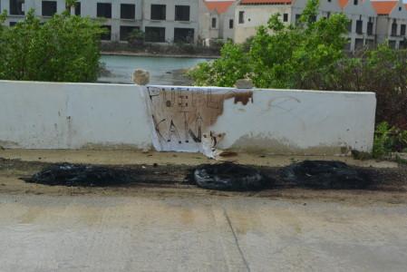 Verbrande autobanden – foto: Extra Bonaire