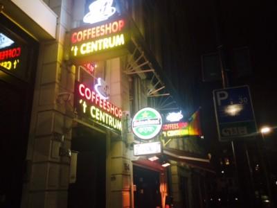 Eén van de vele coffeeshops in Rotterdam waar bursalen wiet kunnen kopen.