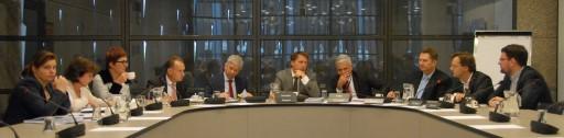 Minister Plasterk - met links zijn staf - kreeg gisteren van André Bosman (VVD), Ronald van Raak (SP) en Roelof van Laar (PvdA) alle lof toegezwaaid voor zijn optreden jegens Sint Maarten. | FOTO RENÉ ZWART
