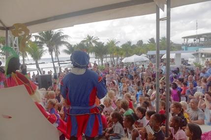 Sinterklaas bezoekt Seaquarium Beach