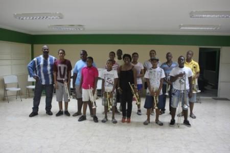 De stichting heeft blaasinstrumenten in bruikleen voor de jeugd, zodat zij een instrument kunnen leren bespelen zonder er zelf een te moeten aanschaffen. FOTO MELODY MAKERS