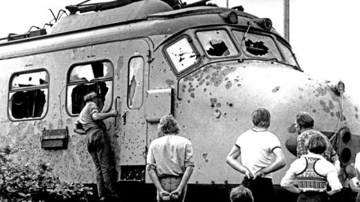 De met kogels doorzeefde trein waarin de kapers werden gedood | ANP .